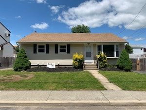Carle Place Home, NY Real Estate Listing