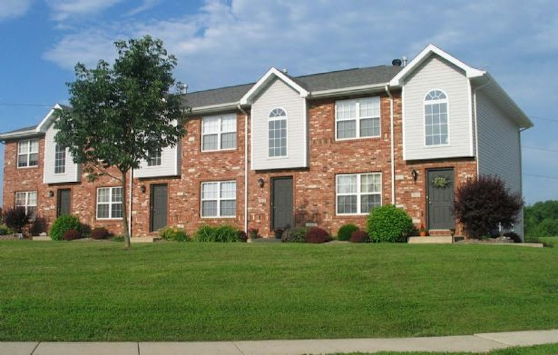 Stonebridge village townhomes maryville il stonebridge for Master down townhomes