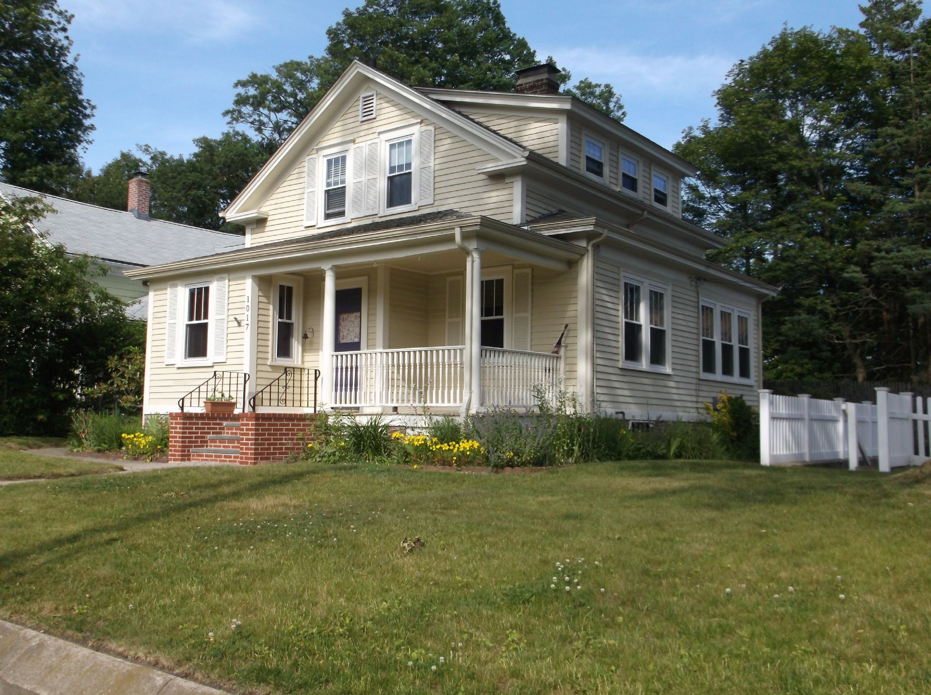 Lincoln Home, RI Real Estate Listing