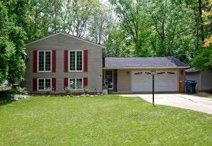 Olmsted Falls Home, OH Real Estate Listing