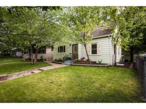 West Saint Paul Home, MN Real Estate Listing