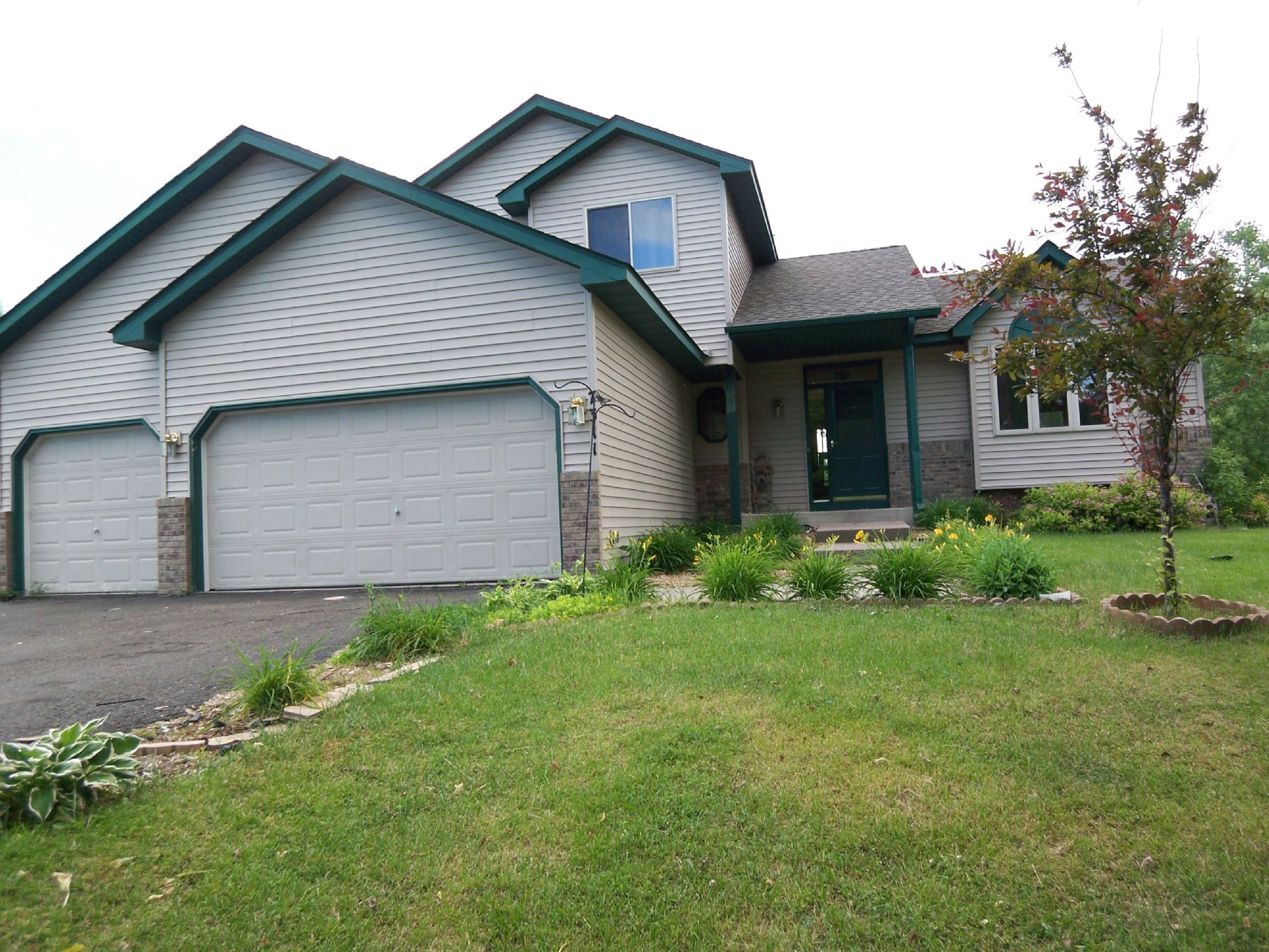 Oakdale Home, MN Real Estate Listing