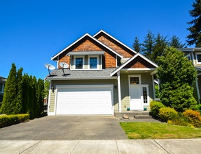 University Place Home, WA Real Estate Listing