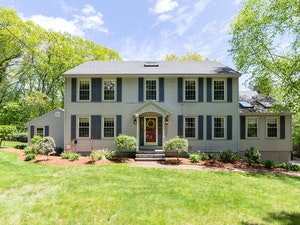 North Andover Home, MA Real Estate Listing