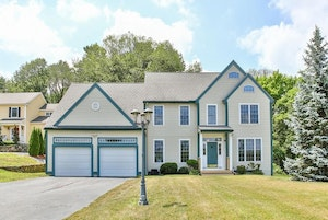Shrewsbury Home, MA Real Estate Listing