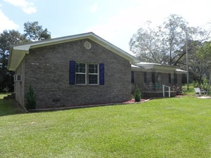 Gainstown Home, AL Real Estate Listing